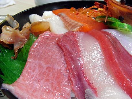 本日オープン記念の MOMOTARO(寿司レストラン)へGO!!